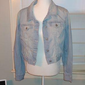 Cropped Light denim jacket size medium